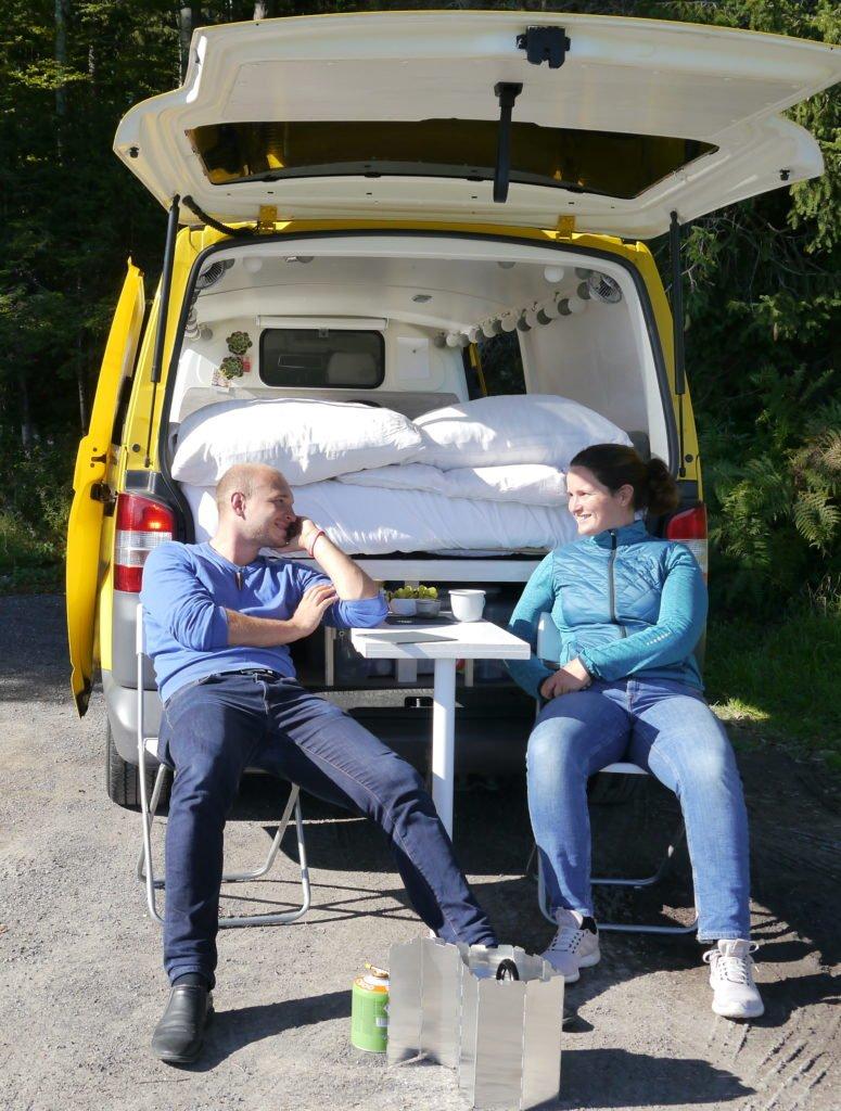 VW T5 Camper Ausbau Tisch an der Heckklappe