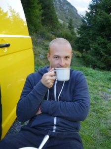 Vanlife Tea with fresh water from the glacier river